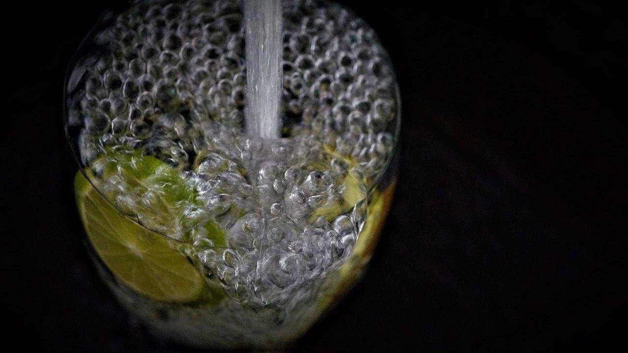 Trinkwasser mit Limette